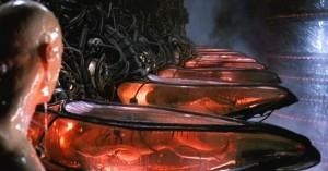 """Filmstill """"Human Battery"""" aus Matrix (US/AU 1999)."""