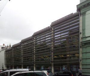 Abb. 3: Fassade des Neubaus, Mai 2014.